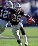Oakland Raiders vs. Cincinnati Bengals at Oakland Alameda County Coliseum Sunday, October 25, 1998.  Raiders beat Bengals 27-10.  Oakland Raiders running back Napoleon Kaufman (26).