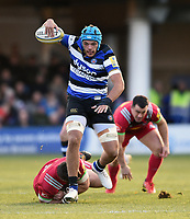Zach Mercer of Bath Rugby takes on the Harlequins defence. Aviva Premiership match, between Bath Rugby and Harlequins on November 25, 2017 at the Recreation Ground in Bath, England. Photo by: Patrick Khachfe / Onside Images
