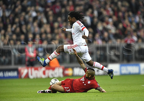 05.04.2016. Munich, Germany. UEFA Champions League FC Bavaria Munich versus Benfica Lisbon.  Arturo Vidal FC Bayern Munich slide tackles Renato Sanches Benfica