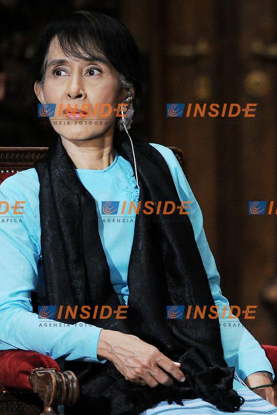Il Premio Nobel per la Pace Aung San Suu Kyi.Parigi 28/05/2012 Il Premio Nobel per la Pace Aung San Suu Kyi ospite all' Universita' Sorbona di Parigi.Foto Insidefoto /Christian Liewig / Panoramic.ITALY ONLY.