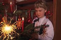 Europe/Autriche/Tyrol/Schlitters: Les enfants et l'arbre de Noël chez Mme Hirschuber