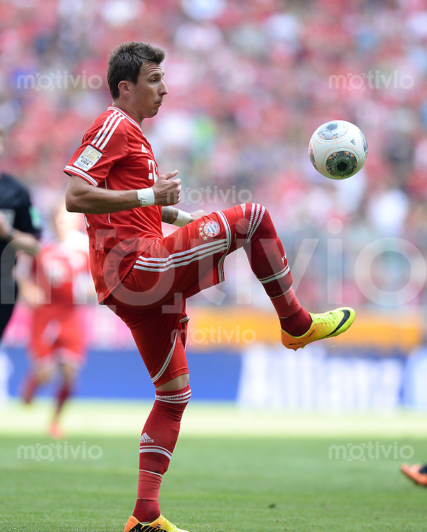 Fussball  1. Bundesliga  Saison 2013/2014  3. Spieltag FC Bayern Muenchen - 1. FC Nuernberg       24.08.2013 Mario Mandzukic (FC Bayern Muenchen) am Ball