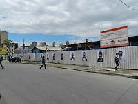 ATENÇÃO EDITOR: FOTO EMBARGADA PARA VEÍCULOS INTERNACIONAIS. – SÃO PAULO - SP - 17 DE OUTUBRO 2012 – PROJETO INSIDE OUT, com fotos em tamanho gigante dos moradores da Favela do Moinho, na região de Campos Elíseos, no Centro de São Paulo, mostra o dia a dia de 460 famílias da comunidade. Aqui na região de Pinheiros – Largo da Batata, zona oeste que passa por revitalização e em outros pontos da região e no Centro da capital. FOTO: MAURICIO CAMARGO / BRAZIL PHOTO PRESS.