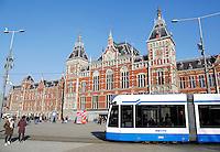 Nederland Amsterdam 2016 02 17. Tram bij Centraal Station