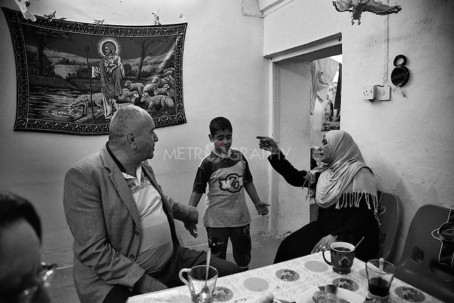 4.4..2015, Kirkuk,Iraq: Widad visiting Ghanim's house for a friendly tea session.