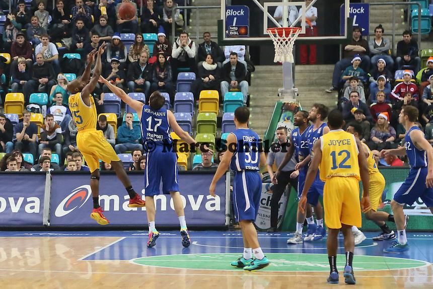 Derrick Allen (Braunschweig) wirft - Fraport Skyliners vs. Loewen Braunschweig, Fraport Arena Frankfurt