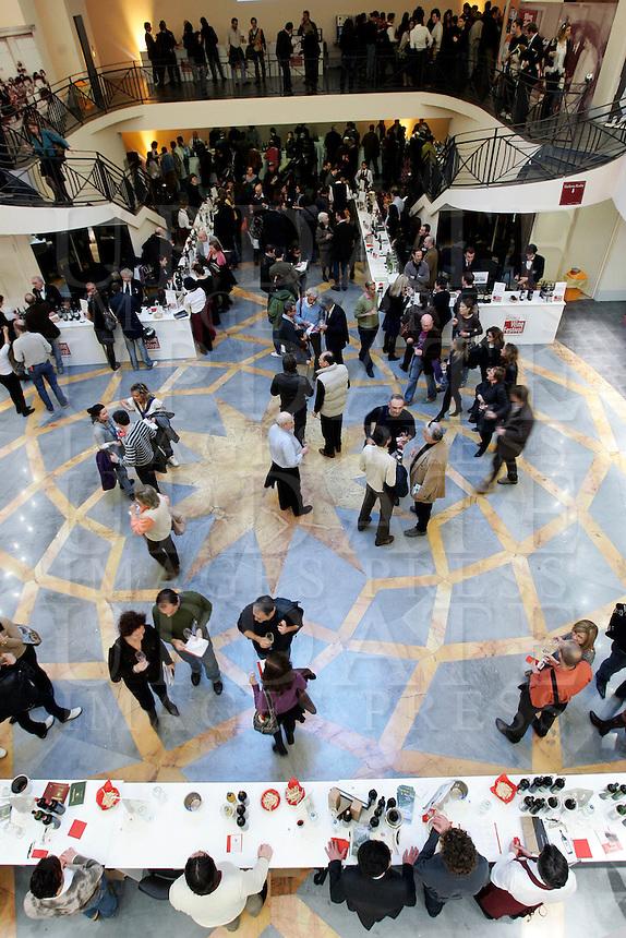 Ultima giornata del Roma Wine Festival, 2 marzo 2008..A view of the Rome Wine Festival, 2 march 2008..UPDATE IMAGES PRESS/Riccardo De Luca