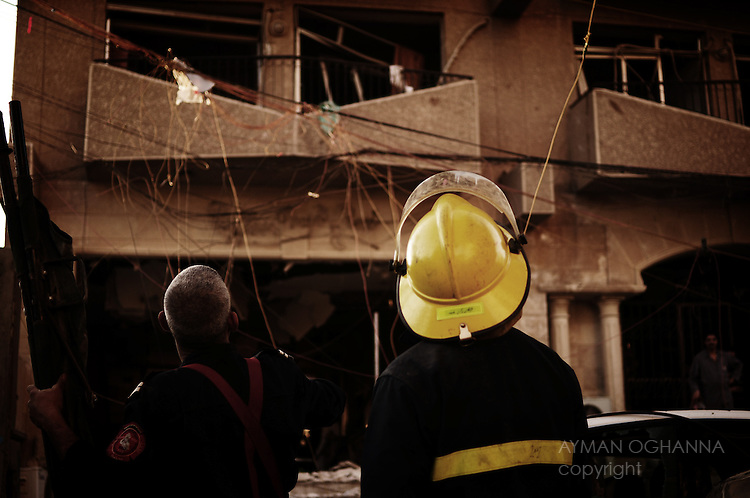 Baghdad, Iraq  : Mon 25th Dec 2009 :...Rescue workers look at the ruins of the Flowers Land hotel. bomb explosion at the Hamra hotel. Devastating bomb attacks struck four hotels around the Iraqi capital,  killing at least 37 in the Iraqi capital on Monday evening..Ayman Oghanna
