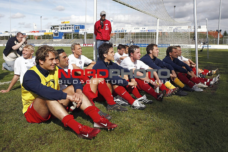 RLN 2007/2008 6. Spieltag Hinrunde<br /> BSV Kickers Emden - Wuppertaler SV Borussia<br /> Wuppertaler Spieler freuen sich &uuml;ber den 2:1-Sieg<br /> <br /> <br /> Foto &copy; nph (  nordphoto  )<br /> <br /> <br /> <br />  *** Local Caption ***