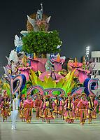 SÃO PAULO, SP, 09.03.2019 - CARNAVAL-SP - Integrante da escola de samba Rosas de Ouro durante Desfile das Campeãs do Carnaval de São Paulo, no Sambódromo do Anhembi em São Paulo, na madrugada deste sabado, 09. (Foto: Levi Bianco/Brazil Photo Press/Folhapress)