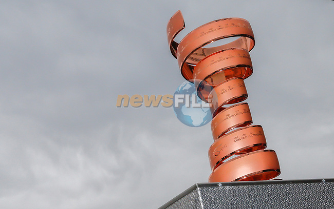 Trofeo Senza Fine on display at sign on before the start of Stage 6 of the 100th edition of the Giro d'Italia 2017, running 217km from Reggio Calabria to Terme Luigiane, Italy. 11th May 2017.<br /> Picture: LaPresse/Simone Spada | Cyclefile<br /> <br /> <br /> All photos usage must carry mandatory copyright credit (&copy; Cyclefile | LaPresse/Simone Spada)