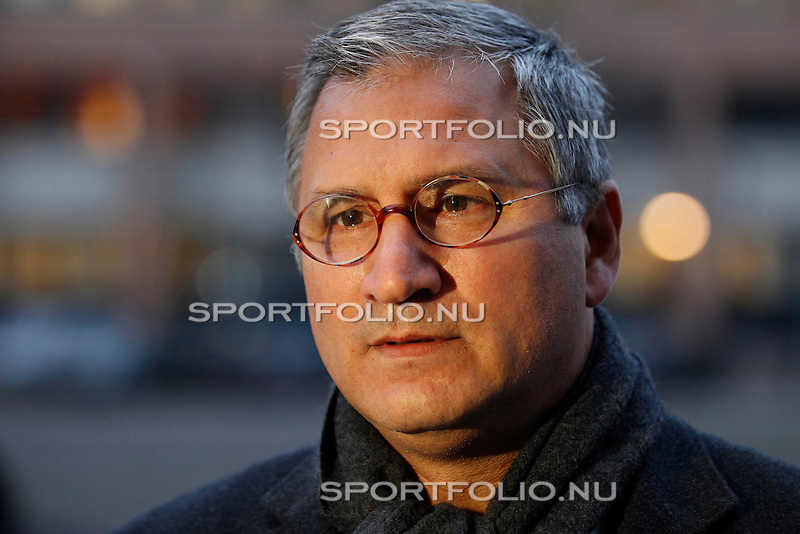 Nederland, Utrecht, 28 december 2011.Tscheu La Ling arriveert bij de rechtbank in Utrecht voor het kort geding wat hij heeft aangespannen tegen Steven Ten Have