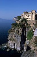 Europe/Italie/Côte Amalfitaine/Env de Sorrente/S Agnello di Sorrento : La côte