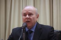 BRASILIA, DF, 23 DE ABRIL DE 2013 - GUIDO MANTEGA CONCEDE ENTREVISTA COM EDSON LOBAO -  O Ministro da fazenda Guido Mantega durante coletiva de imprensa, na tarde desta treca-feira,23, em Brasilia capital do Distrito Federal. FOTO  RONALDO BRANDAO / BRAZIL PHOTO PRESS.