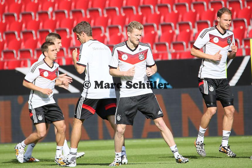 Philipp Lahm, Thomas Müller, Andre Schürrle, Benedikt Höwedes (D) - Abschusstraining Nationalmannschaft in Mainz