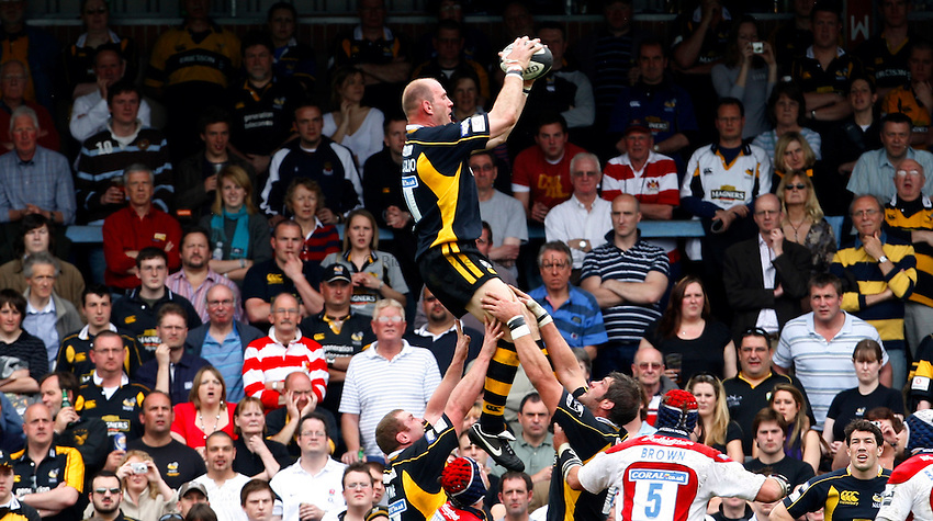 Photo: Richard Lane/Richard Lane Photography..London Wasps v Gloucester Rugby. Guinness Premiership. 04/05/2008. Wasps' Lawrence Dallaglio wins a lineout.