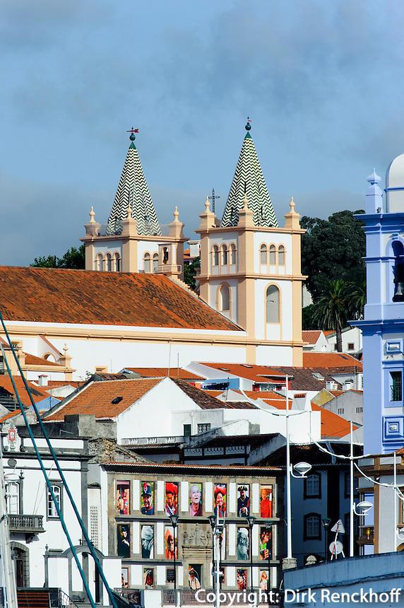Blick vom Hafen auf Angra do Heroismo auf der Insel Terceira, Azoren, Portugal, Unesco-Weltkulturerbe