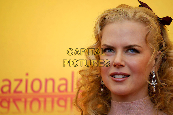 NICOLE KIDMAN.Arriving At The 61st Venice Film Festival.September 8th, 2004.headshot, portrait, ribbon in hair, accessory.www.capitalpictures.com.sales@capitalpictures.com.© Capital Pictures.