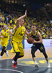 13.01.2019, EWE Arena, Oldenburg, GER, easy Credit-BBL, EWE Baskets Oldenburg vs Alba Berlin, im Bild<br /> am Ball.....<br /> Rasid MAHALBASIC (EWE Baskets Oldenburg #24 )<br /> Martin HERMANNSSON ( Alba Berlin #15 )<br /> Foto © nordphoto / Rojahn
