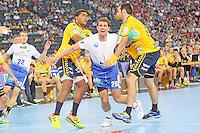 Adrian Pfahl (HSV) wird gehalten von Mad Mensah Larsen und Alexander Petersson (Löwen) - Tag des Handball, Rhein-Neckar Löwen vs. Hamburger SV, Commerzbank Arena