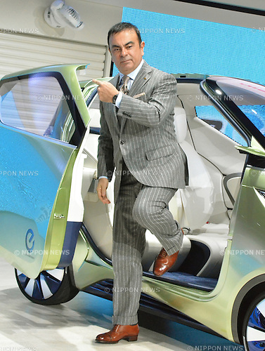 November 30, 2011, Tokyo, Japan - Carlos Ghosn, president and CEO of Nissan Motor Co., presents its concept car PIV 3 during a press preview of the Tokyo Motor Show on Wednesday, November 30, 2011...The Tokyo Motor Show opened to the press Wednesday as Japanese automakers unveiled a bevy of electric cars and other green vehicles at a much smaller venue in central Tokyo, to which the show moved from the nations largest exhibition hall in neighboring Chiba prefecture after 24 years. A total of 176 brands from 13 countries and regions participated in the show. The number of foreign automakers has increased to 24 from previous nine. Out of 398 models, 52 will be shown for the very first time. An estimated 800,000 visitors are expected to attend the week-long exhibition, compared with 1.5 million in 2005, according to the organizers.(Photo by Natsuki Sakai/AFLO) [3615] -mis-.