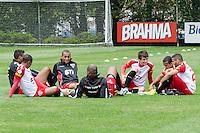 SÃO PAULO, SP, 08 DE OUTUBRO DE 2013 - TREINO SAO PAULO -  Jogadores do São Paulo durante treino, no CT da Barra Funda, região oeste da capital, na manhã desta terça feira, 08.  FOTO: ALEXANDRE MOREIRA / BRAZIL PHOTO PRESS