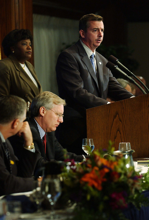 11/4/04.GILLESPIE VOTE REACTION--During a National Press Club luncheon, Republican National Committee Chairman Ed Gillespie responds to questions  on his post-election analysis of the congressional and 11 gubernatorial contests as well as the race for the White House. DNC Chairman Terry McAuliffe was invited but did not attend. NPC President Sheila R. Cherry, of the Bureau of National Affairs, is at left. .CONGRESSIONAL QUARTERLY PHOTO BY SCOTT J. FERRELL