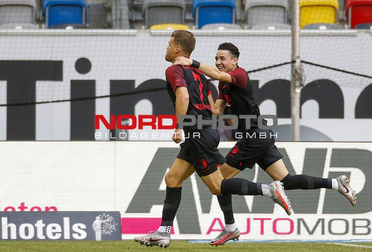 Torjubel: Florian Niederlechner (FCA), Ruben Vargas (FCA)<br /><br /><br />20.06.2020, Fussball, 1. Bundesliga, Saison 2019 / 2020<br />33.Spieltag, Fortuna Duesseldorf : FC Augsburg<br /><br />Foto : NORBERT SCHMIDT/POOL/ via Meuter/nordphoto<br /><br />Nur für journalistische Zwecke ! Only for editorial use .