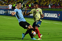 BUCARAMANGA - COLOMBIA, 09-02-2020: Gabriel Fuentes de Colombia disputa el balón con Jose Luis Rodriguez de Uruguay durante partido entre Colombia U-23 y Uruguay U-23 por el cuadrangular final como parte del torneo CONMEBOL Preolímpico Colombia 2020 jugado en el estadio Alfonso Lopez en Bucaramanga, Colombia. / Gabriel Fuentes of Colombia fights the ball with Jose Luis Rodriguez of Uruguay during the match between Colombia U-23 and Uruguay U-23 for for the final quadrangular as part of CONMEBOL Pre-Olympic Tournament Colombia 2020 played at Alfonso Lopez stadium in Bucaramanga, Colombia. Photo: VizzorImage / Jaime Moreno / Cont