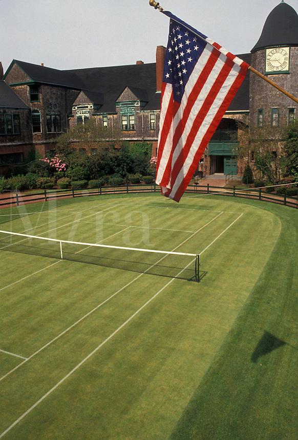 AJ4407, Newport, tennis, Hall of Fame, tennis court, Rhode Island, U.S. Flag flies above the grass court at the International Tennis Hall of Fame Museum in Newport in the state of Rhode Island.