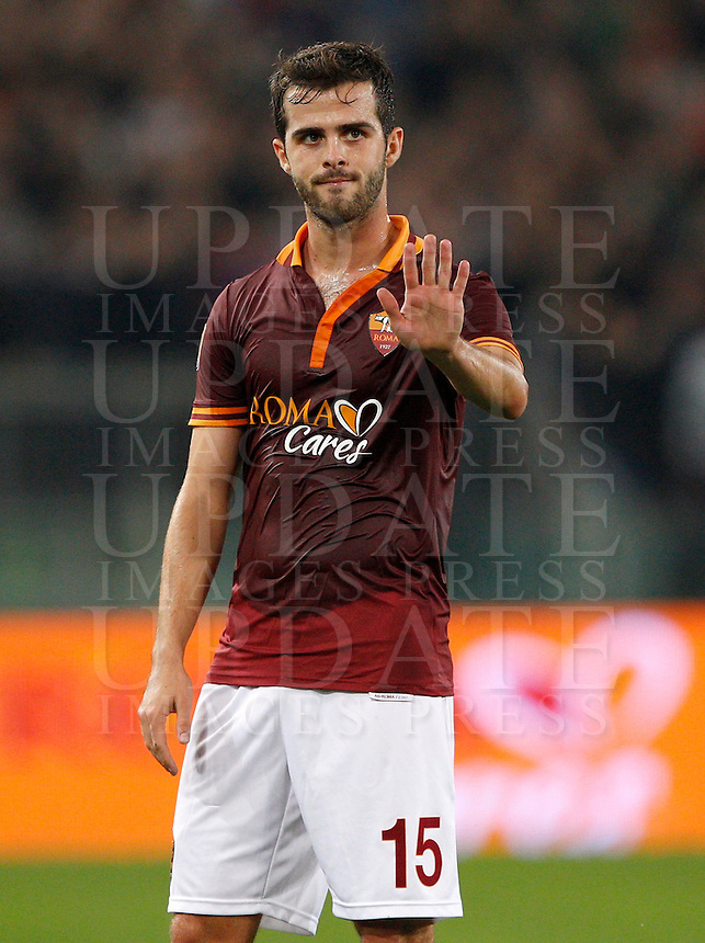 Calcio, Serie A: Roma vs ChievoVerona. Roma, stadio Olimpico, 31 ottobre 2013.<br /> AS Roma midfielder Miralem Pjanic, of Bosnia, gestures during the Italian Serie A football match between AS Roma and ChievoVerona at Rome's Olympic stadium, 31 October 2013.<br /> UPDATE IMAGES PRESS/Riccardo De Luca