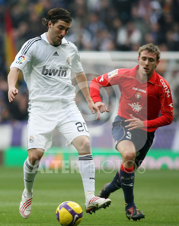 Real Madrid's Gonzalo Higuain (l) and Osasuna's Nacho Monreal during La Liga match.January 18 2009. (ALTERPHOTOS/Acero).