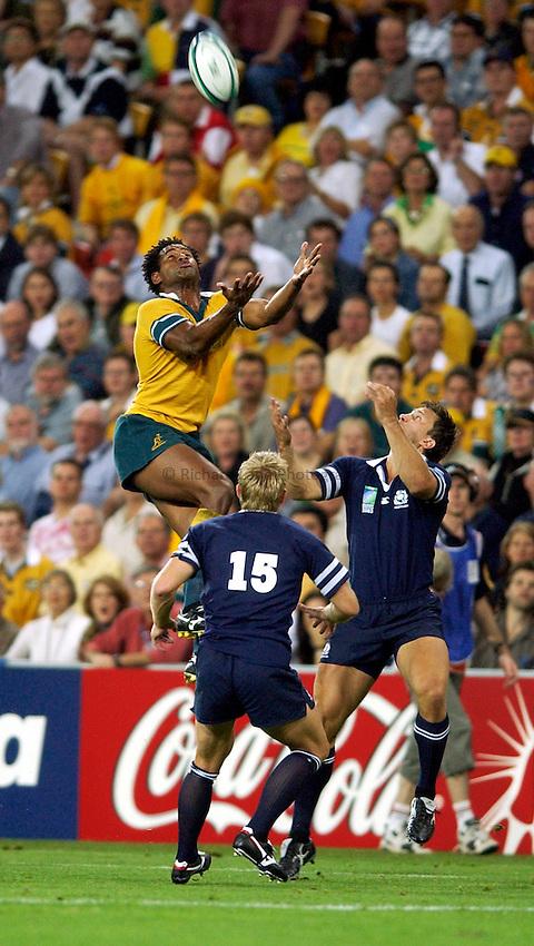 Photo: Richard Lane..Australia v Scotland.  Quarter-Final 2, at the Suncorp Stadium, Brisbane. RWC 2003. 08/11/2003..Lote Tuqiri takes a high ball.
