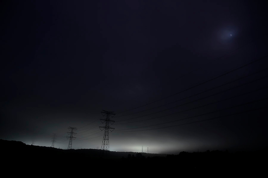 Light and power lines come from crippled Daiichi nuclear power plant as seen from Route 6 near the town of Okuma in Fukushima prefecture September 15, 2013.  REUTERS/Damir Sagolj (JAPAN)