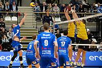 GRONINGEN - Volleybal, Abiant Lycurgus - Zaanstad, Alfa College , Eredivisie , seizoen 2017-2018, 28-10-2017 Lycurgus speler Dennis Borst tikt de bal over het blok