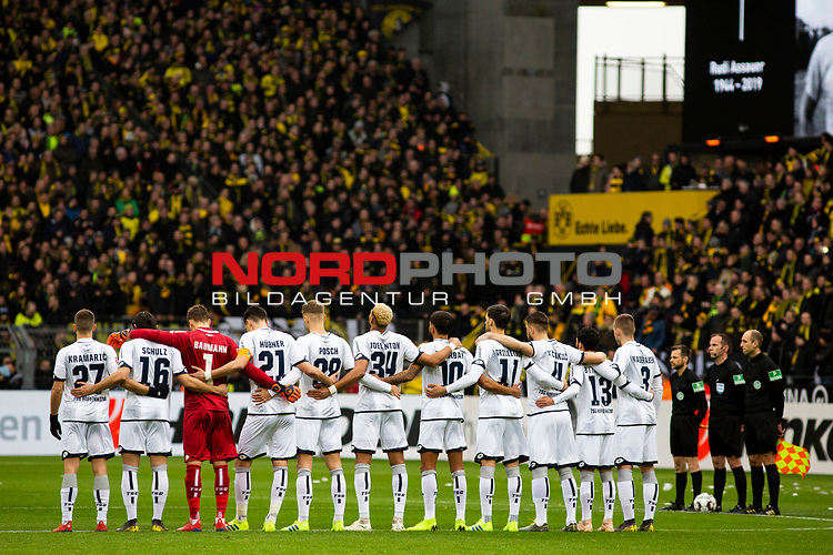 09.02.2019, Signal Iduna Park, Dortmund, GER, 1.FBL, Borussia Dortmund vs TSG 1899 Hoffenheim, DFL REGULATIONS PROHIBIT ANY USE OF PHOTOGRAPHS AS IMAGE SEQUENCES AND/OR QUASI-VIDEO<br /> <br /> im Bild | picture shows:<br /> Vor dem Anpfiff findet eine Schweigeminute zu Ehren des verstorbenen Rudi Assauer statt,  <br /> <br /> Foto &copy; nordphoto / Rauch