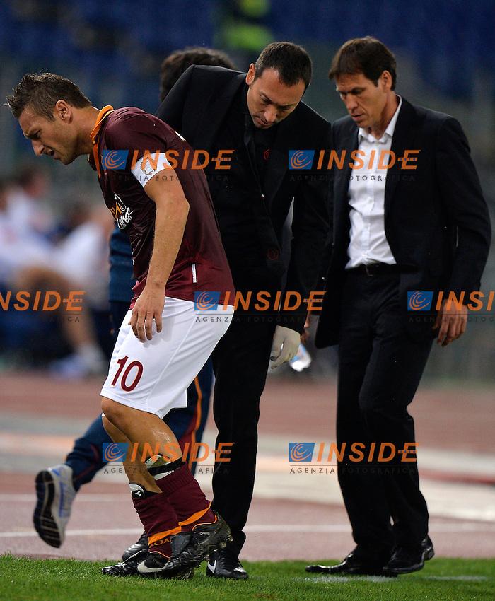 Infortunio Francesco Totti Injured, Rudi Garcia <br /> Roma 18-10-2013 Stadio Olimpico <br /> Football Calcio Campionato Italiano Serie A<br /> Roma - Napoli <br /> Foto Andrea Staccioli Insidefoto