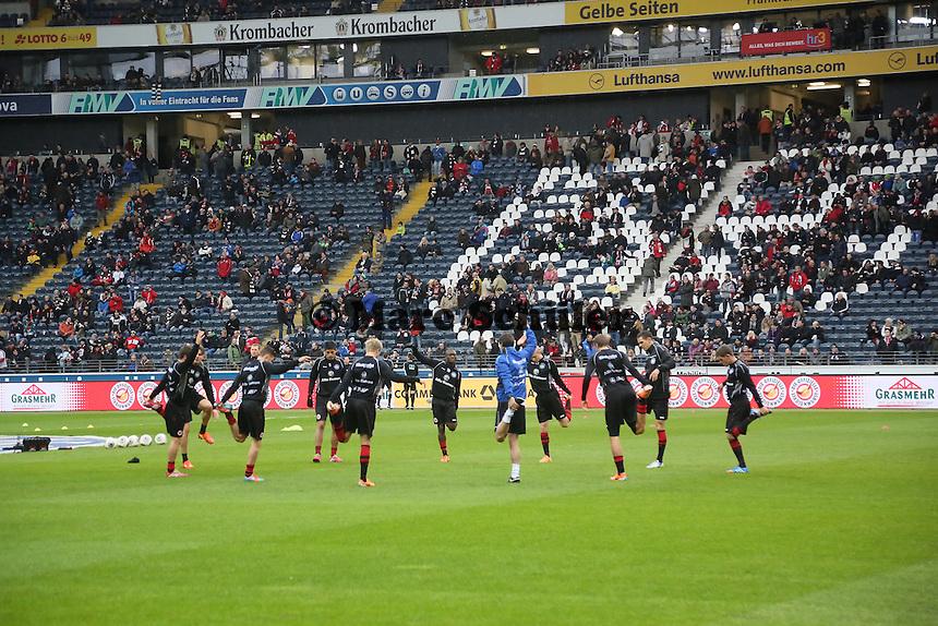Eintracht waermt sich auf - Eintracht Frankfurt vs. Eintracht Braunschweig, Commerzbank Arena
