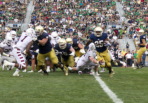 August 31, 2013:  Notre Dame running back Tarean Folston (25) runs the ball during NCAA Football game action between the Notre Dame Fighting Irish and the Temple Owls at Notre Dame Stadium in South Bend, Indiana.  Notre Dame defeated Temple 28-6.