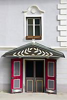 Oesterreich, Kaernten, Burgenstadt Friesach: Altstadt, Stadthaus von 1830, Eingangsportal | Austria, Carinthia, Fortress-Town Friesach: old-town, townhouse from 1830, entrance, portal