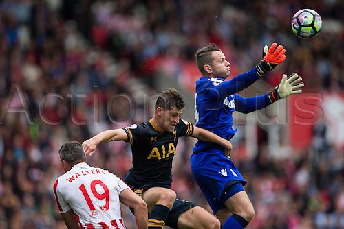 10.09.2016. Bet 365 Stadium, Stoke, England. Premier League Football. Stoke versus Tottenham Hotspur. Stoke City goalkeeper Shay Given saves the ball from a cross.