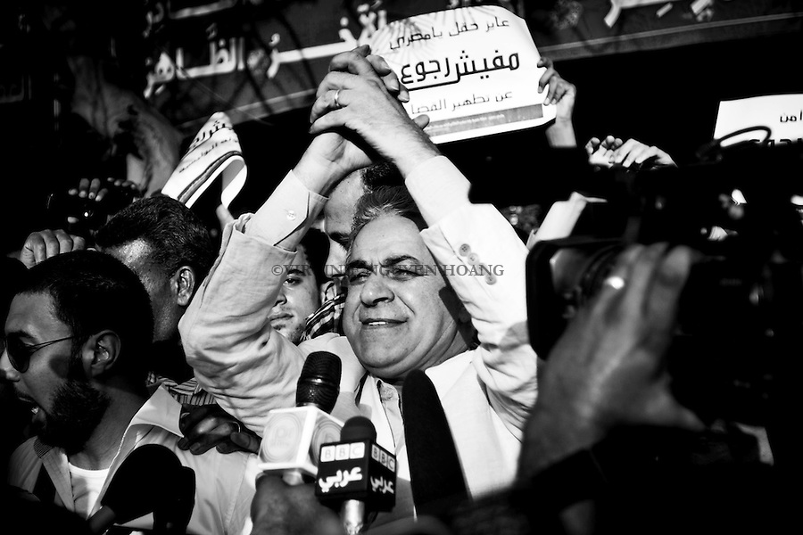 ©VIRGINIE NGUYEN HOANG/.Egypt,Cairo.05/06/2012..Thousands of people were walking from different places in Cairo to reach Tahrir Square and protest against the Ahmed Shafiq,the former Mubarak-era prime minister. Hamdeen Sabbahi and Abouel Fotouh who lost the first round for the presidential elections joined the march.