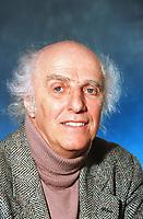 Gilles VIGNEAULT<br /> 1998<br /> Photo : CISFR- DALLE<br /> 10928L