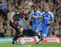 FUSSBALL   CHAMPIONS LEAGUE   SAISON 2011/2012     13.08.2011 FC Chelsea London - Bayer 04 Leverkusen Stefan Kiessling (li, Bayer 04 Leverkusen) gegen Raul Meireles (FC Chelsea)