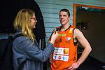 S&ouml;dert&auml;lje 2014-01-03 Basket Basketligan S&ouml;dert&auml;lje Kings - Bor&aring;s Basket :  <br /> Bor&aring;s Roope Ahonen intervjuas efter matchen av Expressen reporter<br /> (Foto: Kenta J&ouml;nsson) Nyckelord:  portr&auml;tt portrait intervju