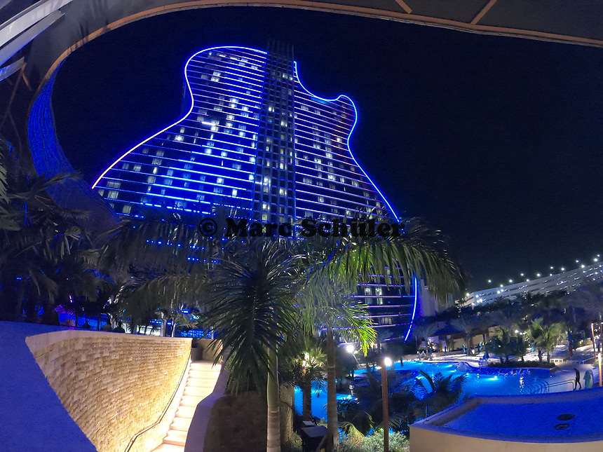 Lichter am Gitarren-Hotel des Hard Rock Hotels - 24.01.2020: Hard Rock Hotel & Casino, Hollywood, FL