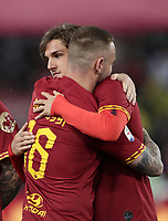 Football, Serie A: AS Roma - Parma, Olympic stadium, Rome, May 26, 2019. <br /> Roma's Daniele De Rossi (l) is congratulated by his teammate Nicolò Zaniolo (r) during his farewell to Roma after 18 years at his home-town club at the end of the Italian Serie A football match between Roma and Parma at Olympic stadium in Rome, on May 26, 2019.<br /> UPDATE IMAGES PRESS/Isabella Bonotto