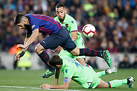 FC Barcelona's Luis Suarez (c) and Levante UD's Moses (t) and Coke during La Liga match. April 27,2019. (ALTERPHOTOS/Acero)<br /> <br /> Bacellona - Levante <br /> Liga Campionato Spagna 2018/2019<br /> Foto Alterphotos / Insidefoto <br /> ITALY ONLY