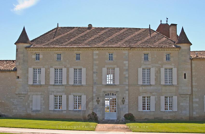 The chateau and garden - Chateau Grand Mayne, Saint Emilion, Bordeaux