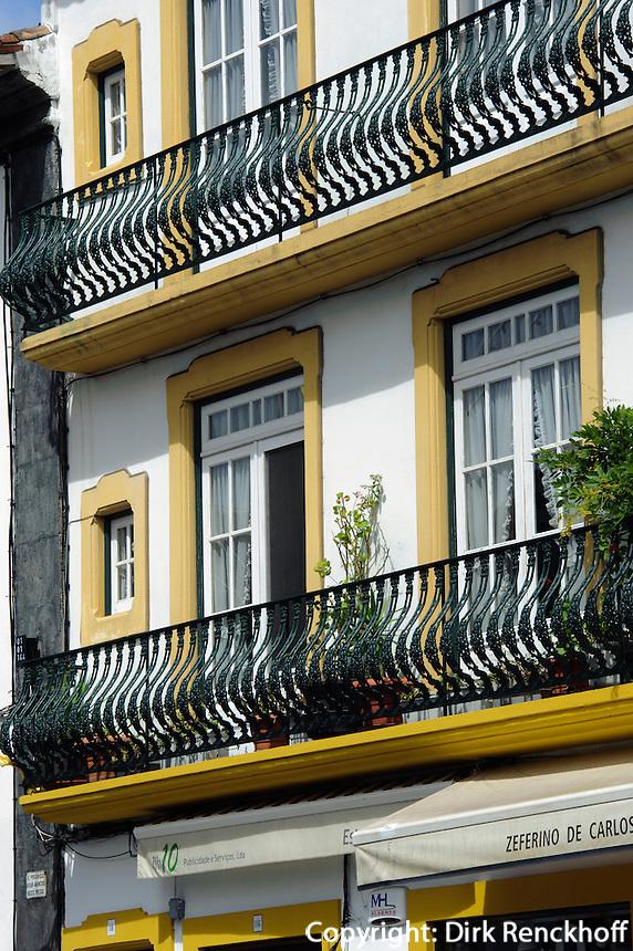 Rua da Se in Angra do Heroismo auf der Insel Terceira, Azoren, Portugal, Unesco-Weltkulturerbe